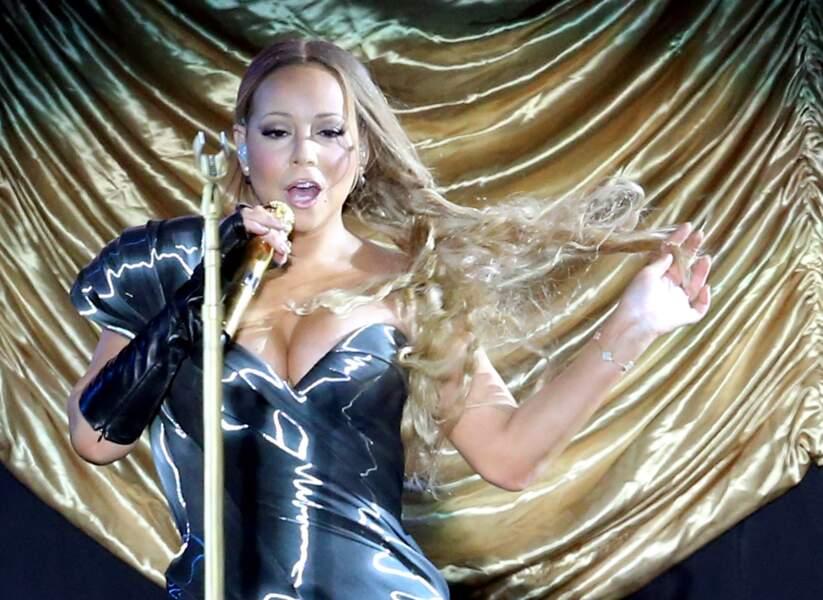 2014, une diva reste une diva, robe en latex et cheveux au vent, Mariah assure