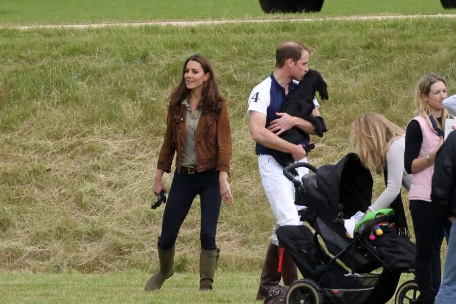 Kate, William et leur chien Lupo, au Beaufort Polo Club de Gloucestershire, le 17 juin 2012