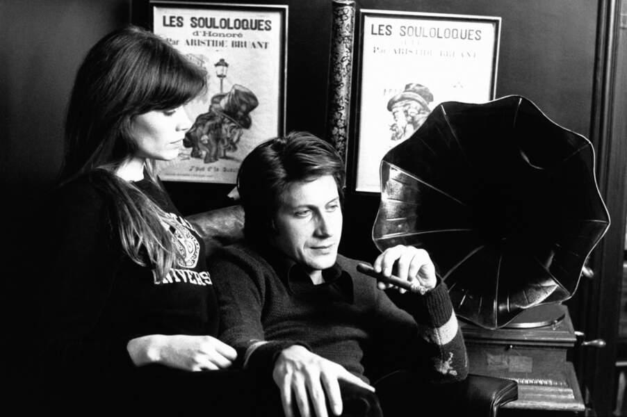 """1974: Françoise, maman de Thomas depuis 1 an, fête également le succès de """"Message personnel"""", dédié à Jacques."""