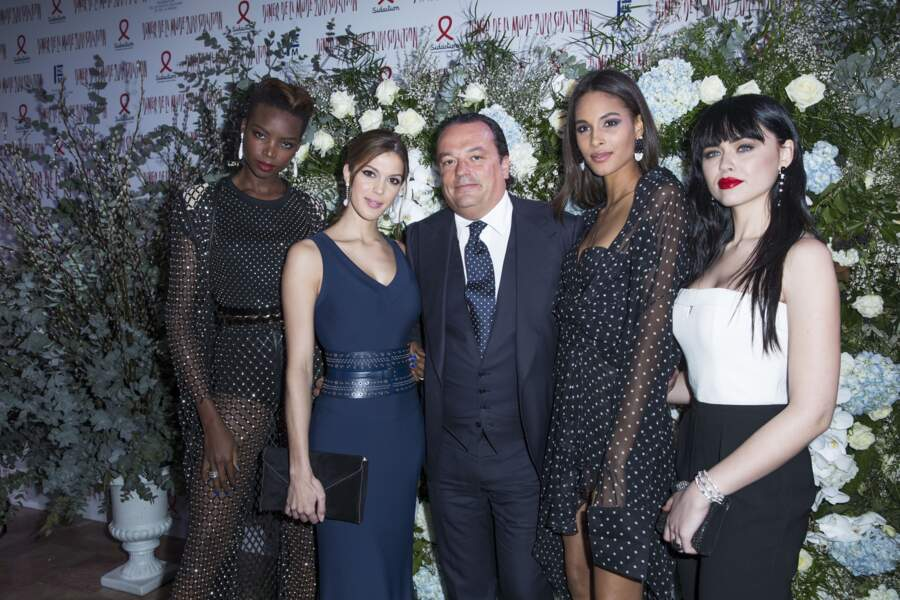 Maria Borges, Iris Mittenaere, Gilles Mansard, Cindy Bruna et Kristina Bazan au dîner du Sidaction