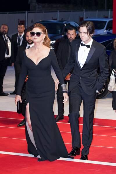 Elle était accompagnée de son fils Miles Robbins