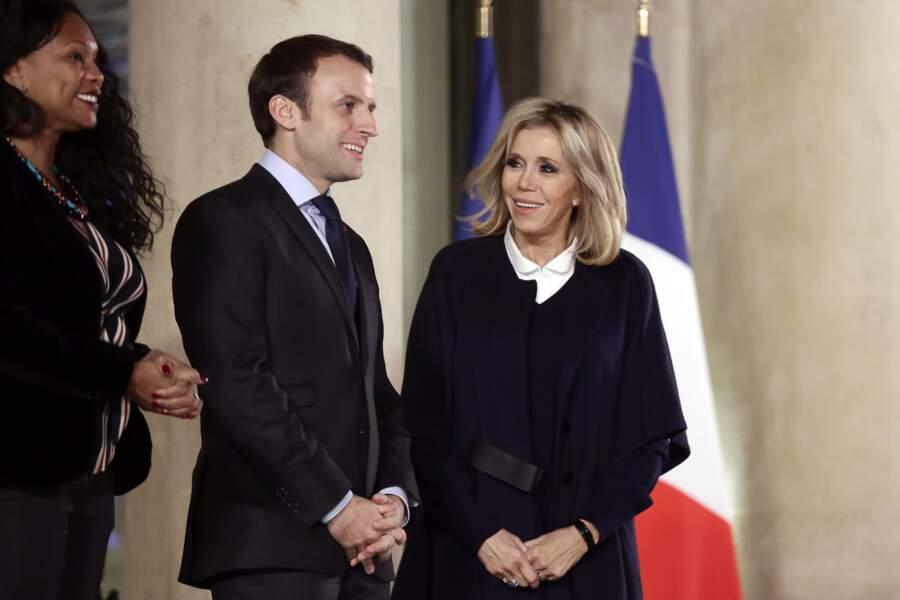 Le Président de la République et sa femme au Palais de l'Elysée à Paris, le 17 décembre 2017.