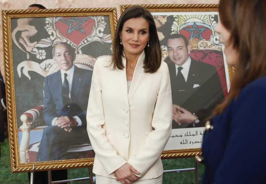 """La reine Letizia d'Espagne visite l'école de la deuxième chance """"e2c"""" à Salé au Maroc le 14 février 2019."""