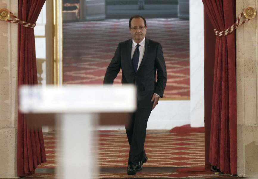 Arrivée de François Hollande en conférence de presse