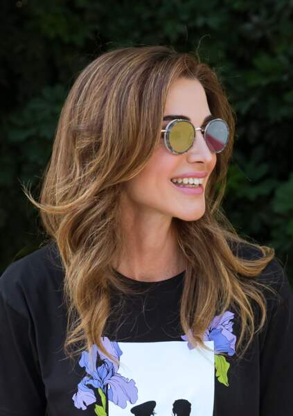 Rania de Jordanie présentait un brushing impeccable lors de cette journée