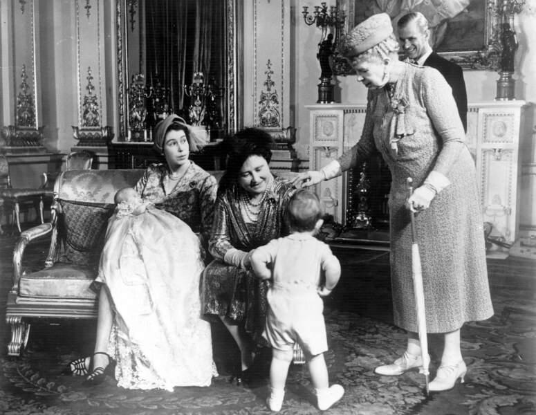La Princesse Anne avec sa mère et sa grand-mère