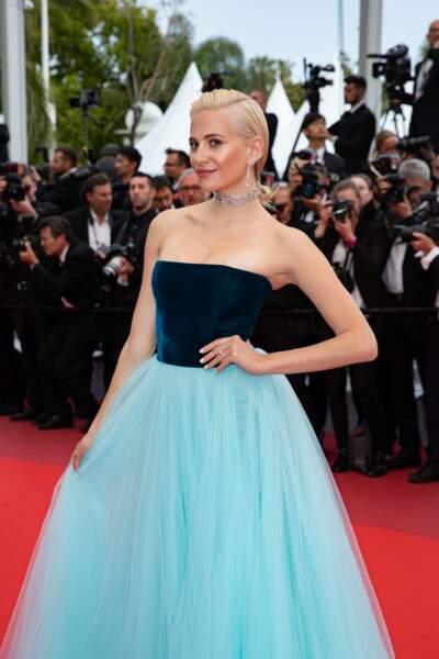 """Pixie Lott en robe Yanina Couture lors de la montée des marches du film """"La belle époque"""" à Cannes le 20 mai 2019"""