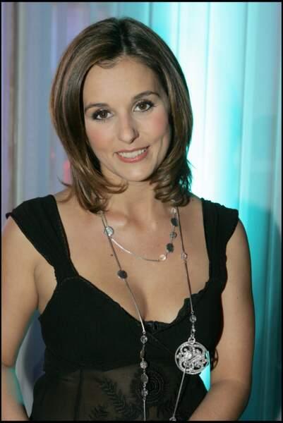 Faustine Bollaert à ses débuts avec une moue enfantine et blush marqué 10 novembre 2005