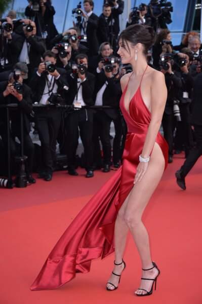 La silhouette de Bella Hadid parfaitement mise en valeur