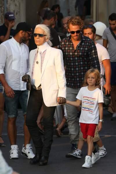 A 7 ans, il se promène avec son parrain dans les rues de Saint-Tropez