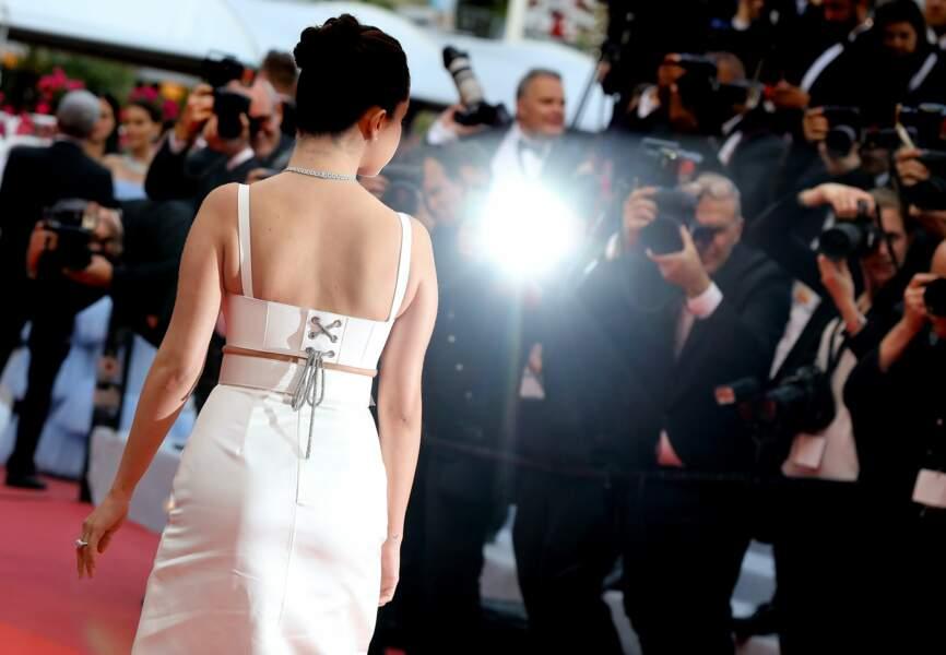 Selena Gomez, de dos, en Louis Vuitton, ce 14 mai