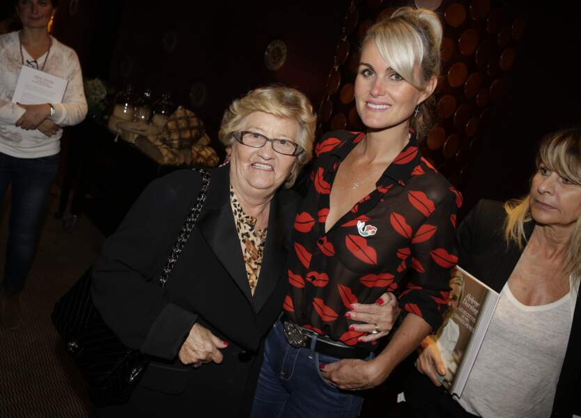 Laeticia Hallyday et Mamie Rock sont allées soutenir Hélène Darroze pour la sortie de son livre en 2014 à Paris