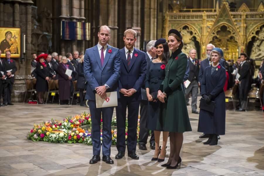 Le 11 novembre, Kate Middleton recycle un de ses manteaux, tout comme Meghan Markle son tailleur-jupe