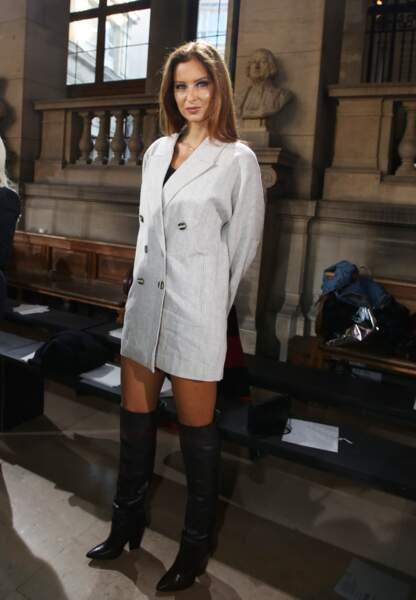L'ex-Miss France 2010 a fait sensation avec son blazer oversize Mango et ses cuissardes Berenice Paris