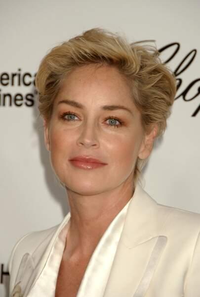 Pour aider à la lutte contre le SIDA en 2008 l'actrice ne semble pas prête de quitter sa coupe pixie
