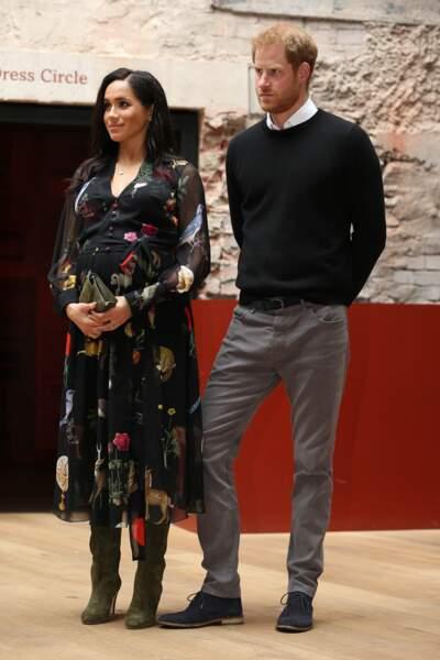 Meghan Markle très enceinte le 1er février à Londres dans une robe bohème oscar de la Renta