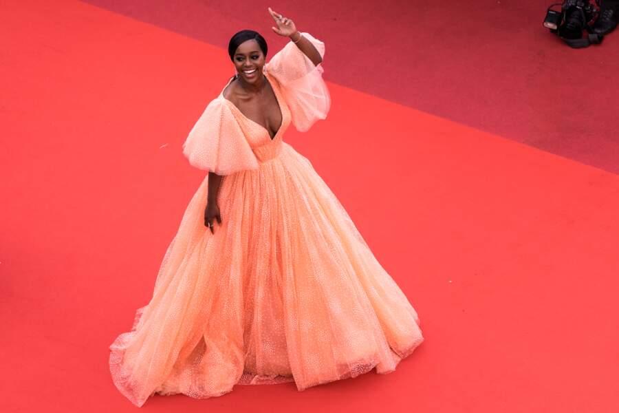 """Aja Naomi King en robe Zac Posen lors de la montée des marches du film """"A Hidden Life"""" à Cannes le 19 mai 2019"""