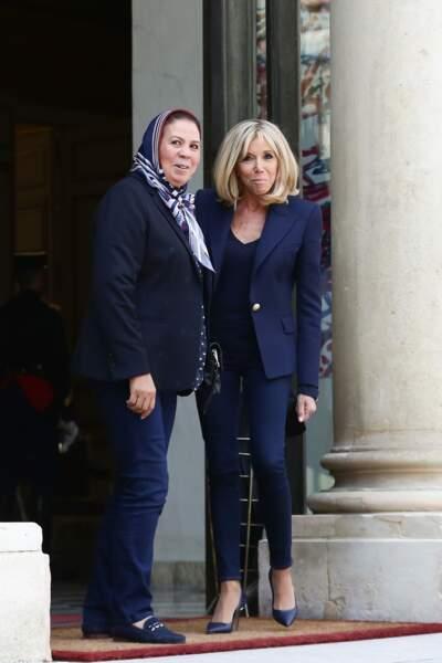 Brigitte Macron en total look bleu et escarpins
