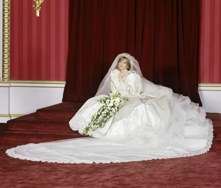 Lady Diana le jour de son mariage dans sa robe signée David et Elizabeth Emmanuel