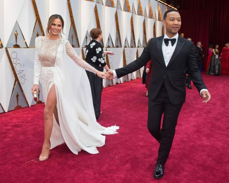 Chrissy Teigen et John Legend s'amusent aux Oscars