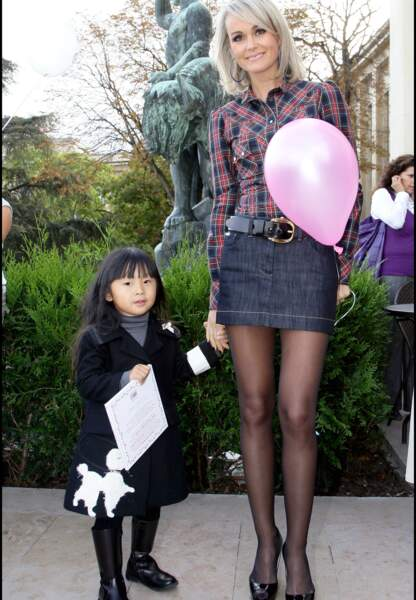 Octobre 2008, Laeticia Hallyday et sa fille Jade à Paris.
