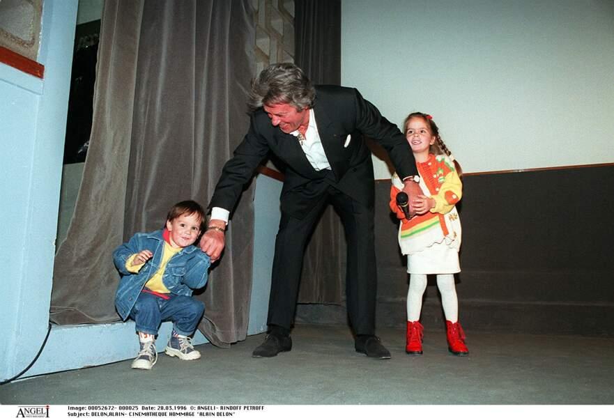 Anouchka et Alain-Fabien Delon, premiers pas devant les médias avec papa.
