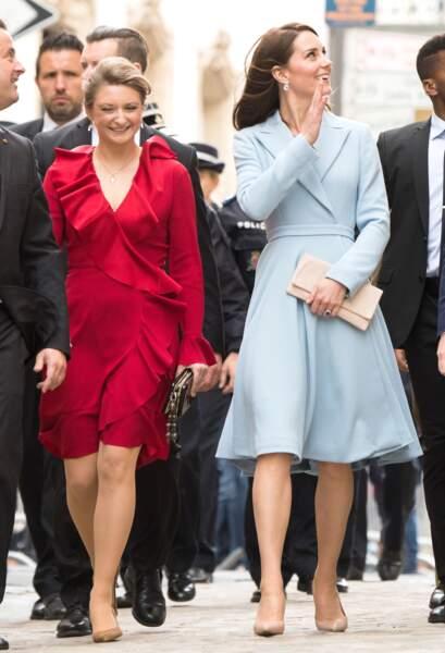 Elle a même réussi à éclipser la princesse Stéphanie du Luxembourg pourtant vêtue d'une robe rouge.