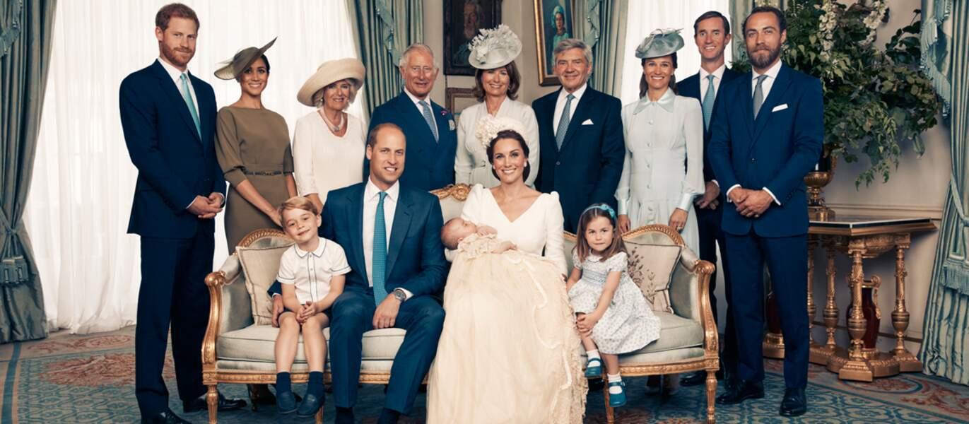Photo officielle de la famille royale d'Angleterre lors du baptême du prince Louis