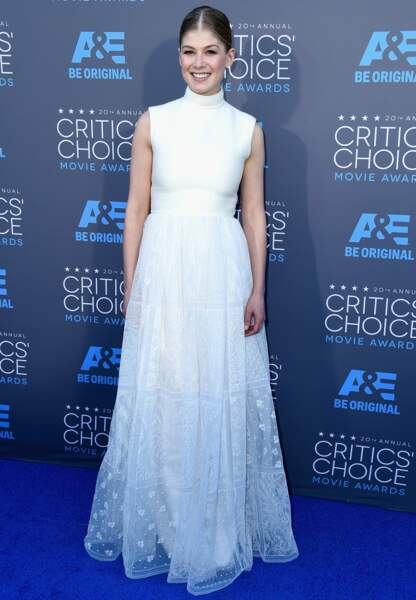Rosamund Pike en Valentino Couture