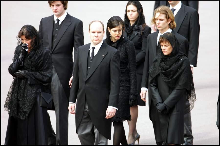 Stéphanie aux côtés d'Albert et Caroline lors des obsèques du Prince Rainier III de Monaco en 2005