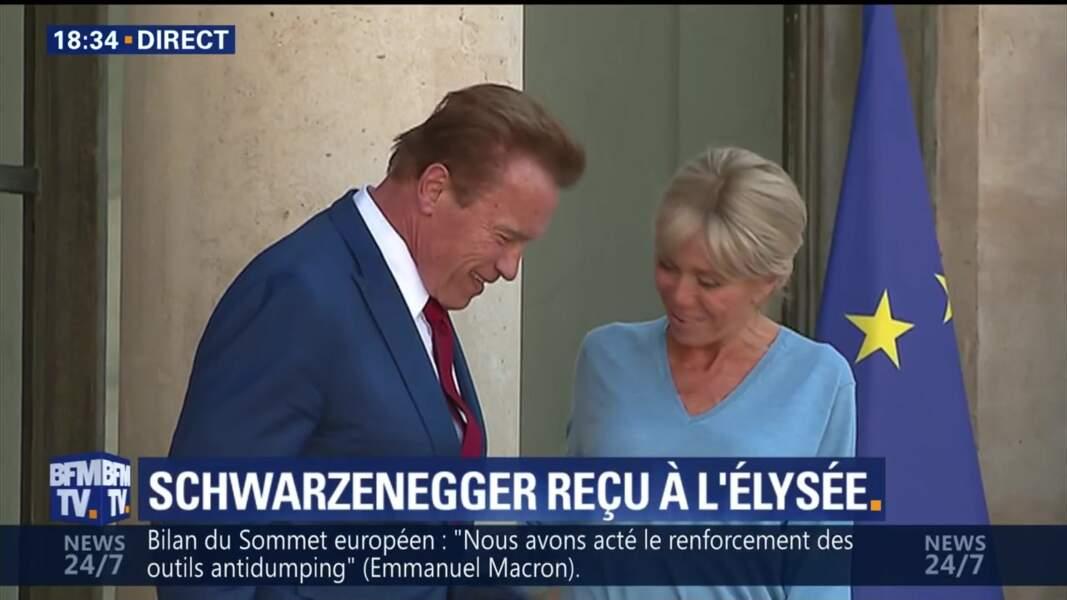 Brigitte Macron raccompagne Arnold Schwarzenegger à sa sortie de l'Elysée