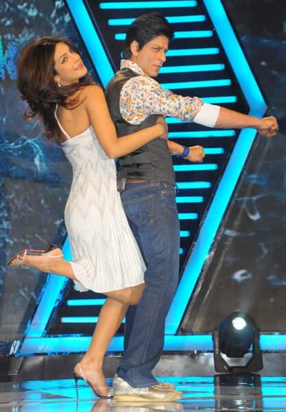 """Priyanka Chopra et Shahrukh Khan en 2011 sur le plateau de l'émission """"Zor Ka Jhatka"""""""