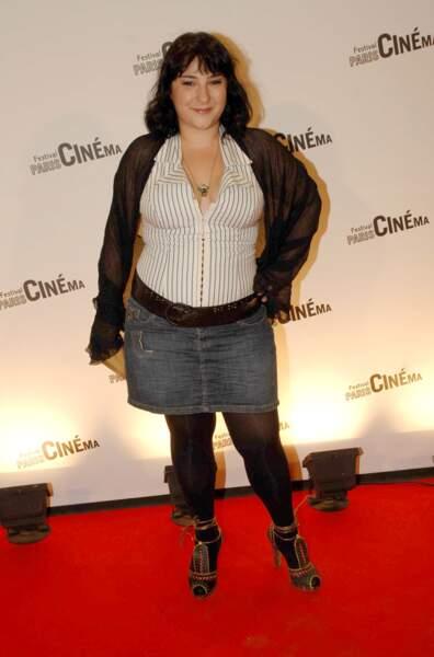 En jupe en jeans et talons hauts, au Festival Paris Cinema 2008