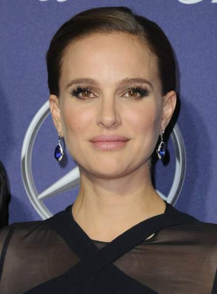 Natalie Portman se badigeonne les cils de vaseline