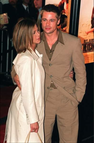 Jennifer Aniston adopte le carré court et la même couleur de cheveux que son mari Brad Pitt