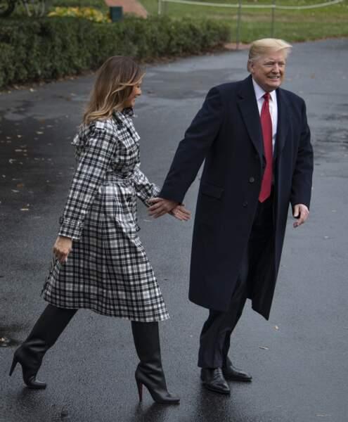 Melania Trump en bottes Louboutin, au côté de son mari Donald, à Washington, le 9 novembre 2018.