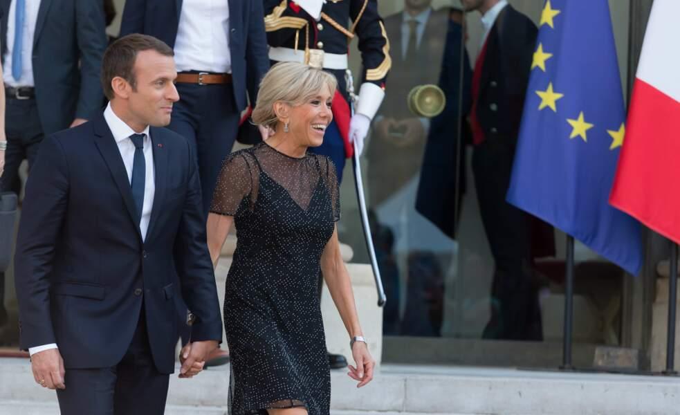 Emmanuel et Brigitte Macron accueillent le président colombien et sa femme à l'Elysée
