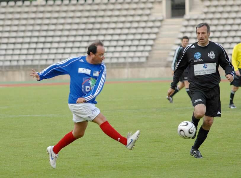 """François Hollande en 2010 pour un match  de football caritatif au profit de l'association """"France Alzheimer"""""""