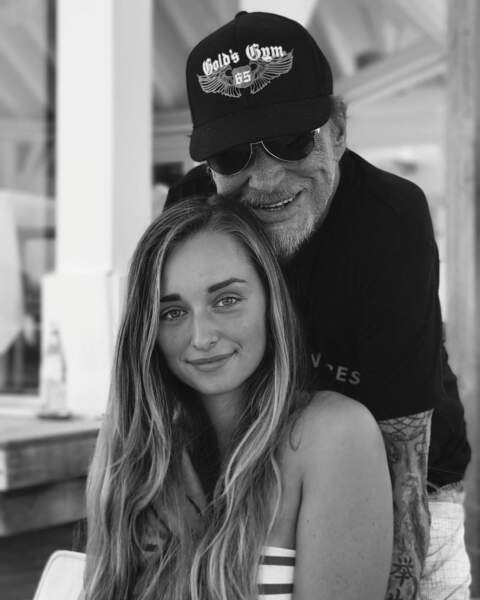 Emma Smet et son grand-père Johnny Hallyday à Saint Barth en août 2017