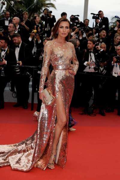 Nieves Alvarez a choisi une robe fendue siglée Elie Saab pour la projection de The dead don't die