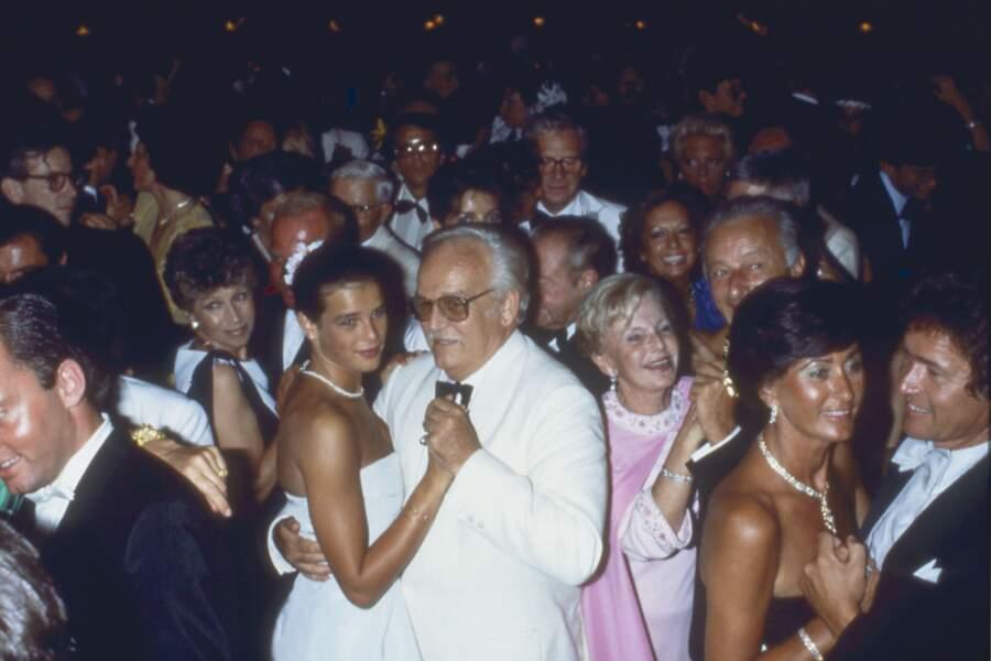 Stéphanie et Rainier dansent au bal de la Croix Rouge, en 1982