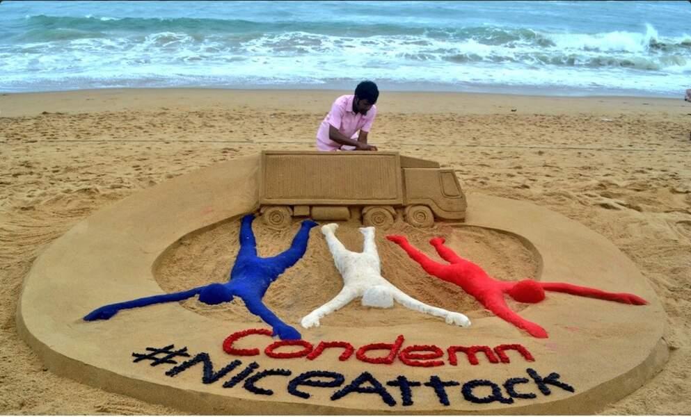 Sur une plage en Inde, l'artiste Sudarsan Pattnaik a rendu hommage aux victimes de l'attentat de Nice.