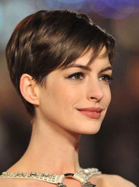 La pixie cut (Anne Hathaway)