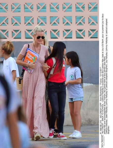 Laeticia Hallyday et ses filles à l'école à St Barth