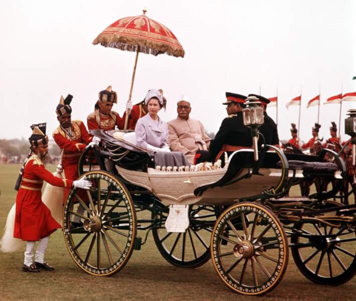 C'est en carrosse que le prince Philip et la reine Elisabeth se sont rendus au match de polo en 1961