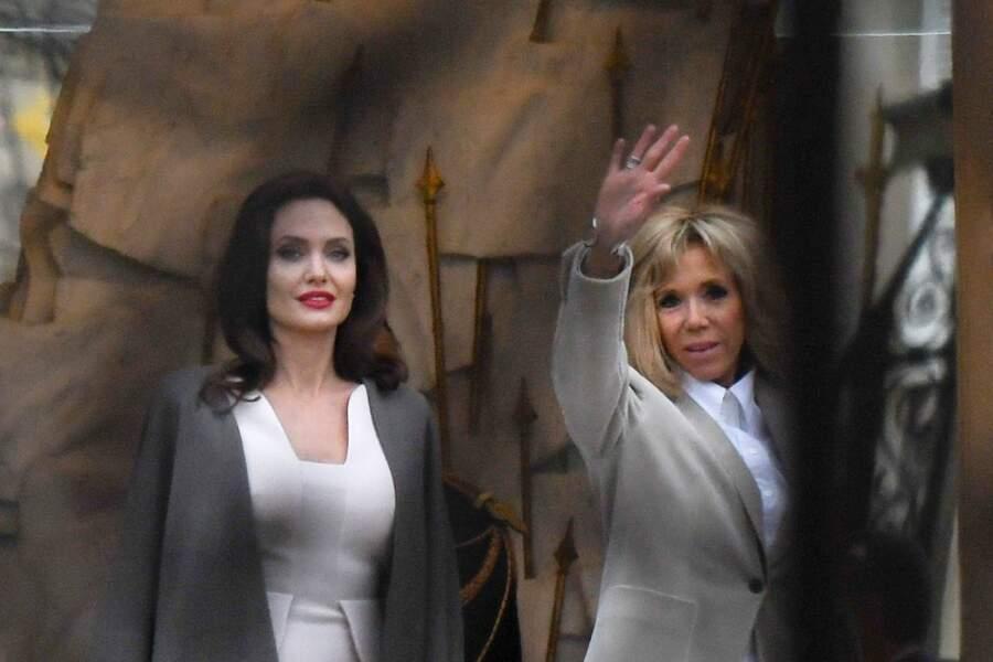 Angelina Jolie et Brigitte Macron quittent l'hôtel Meurice pour un rendez-vous au palais de l'Elysée