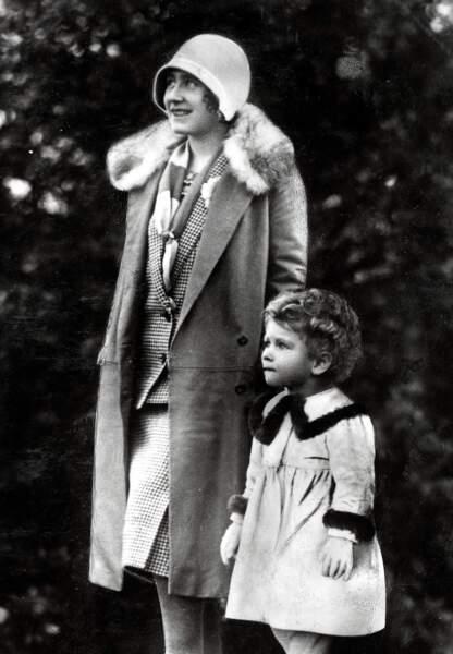 La future Reine Elisabeth II et sa mère Queen Mary