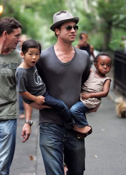 Brad Pitt avec Zahara, Pax et Maddox à New York en 2007