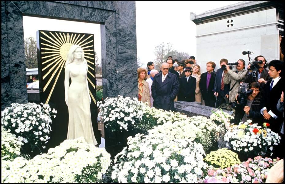 La statue de Dalida au cimetière de Montmartre, inaugurée le 31 octobre 1987