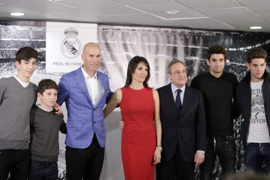 Zinédine Zidane avec sa femme Véronique et ses quatre enfants Enzo, Luca, Elyaz et Théo,